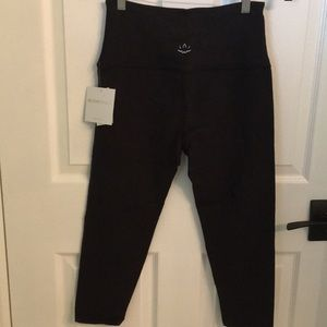 NWT Beyond Yoga Black Leggings